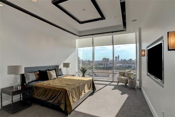 Spacious home offers Amazing sunset views luxury properties