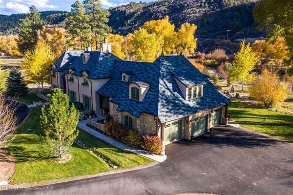 Luxury homes in enchanting chateau on the Roarking Fork River