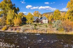 Mansions enchanting chateau on the Roarking Fork River