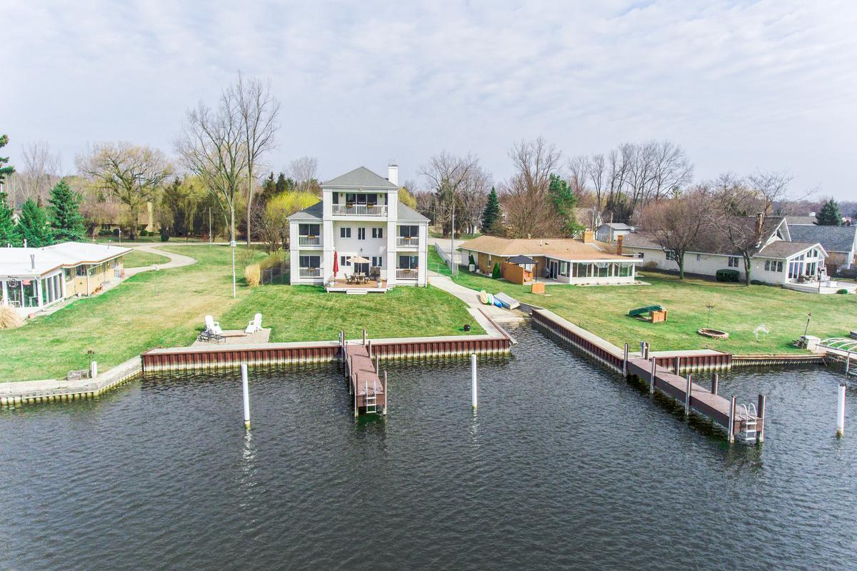 PEACEFUL WATERFRONT HOME - Michigan Luxury Homes - Mansions For Sale - Luxury Portfolio