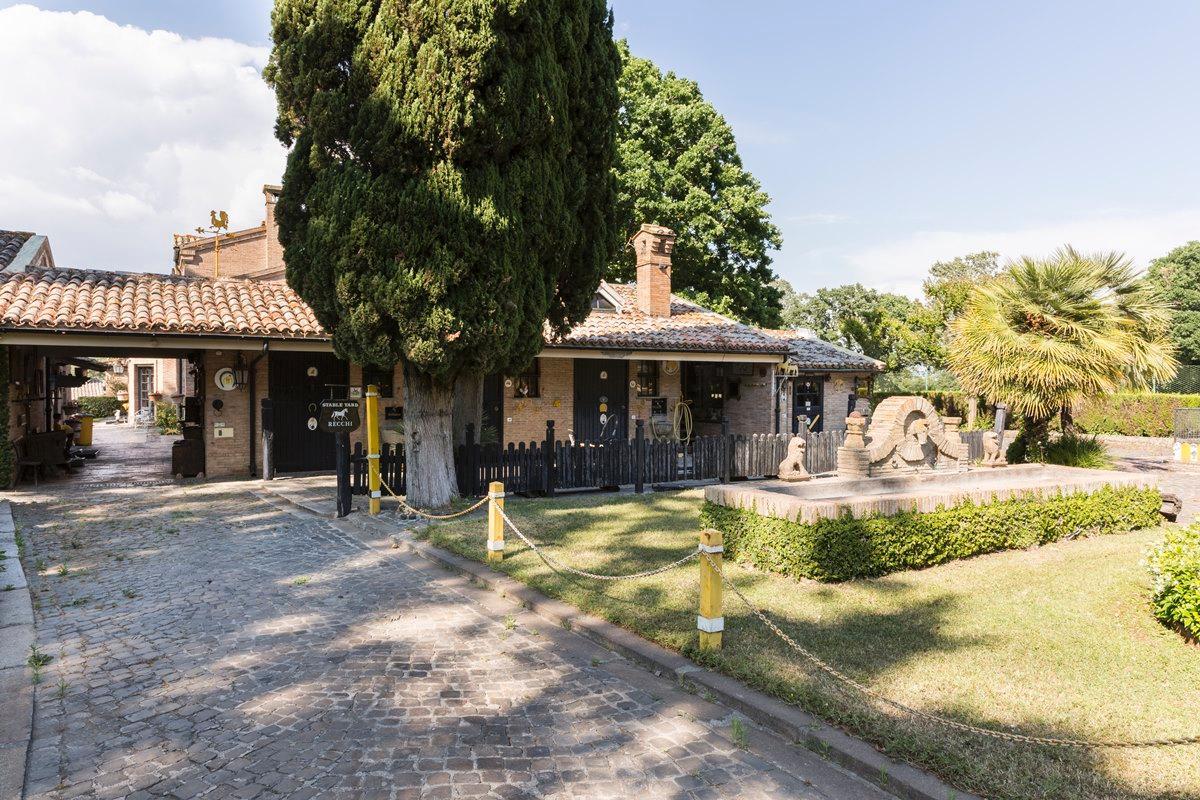 Mansions Prestigious villa in Olgiata area in Rome