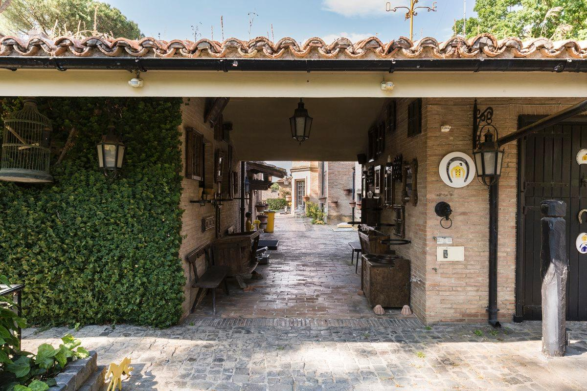 Prestigious villa in Olgiata area in Rome mansions