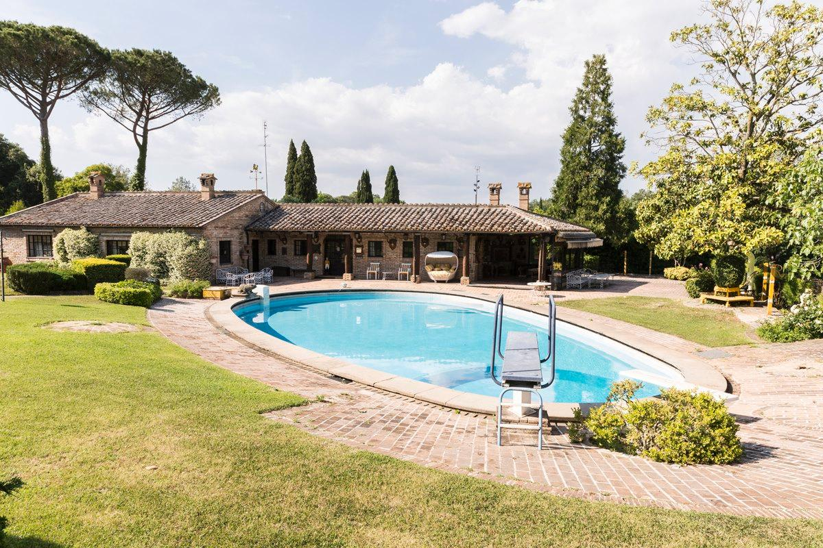 Luxury homes Prestigious villa in Olgiata area in Rome