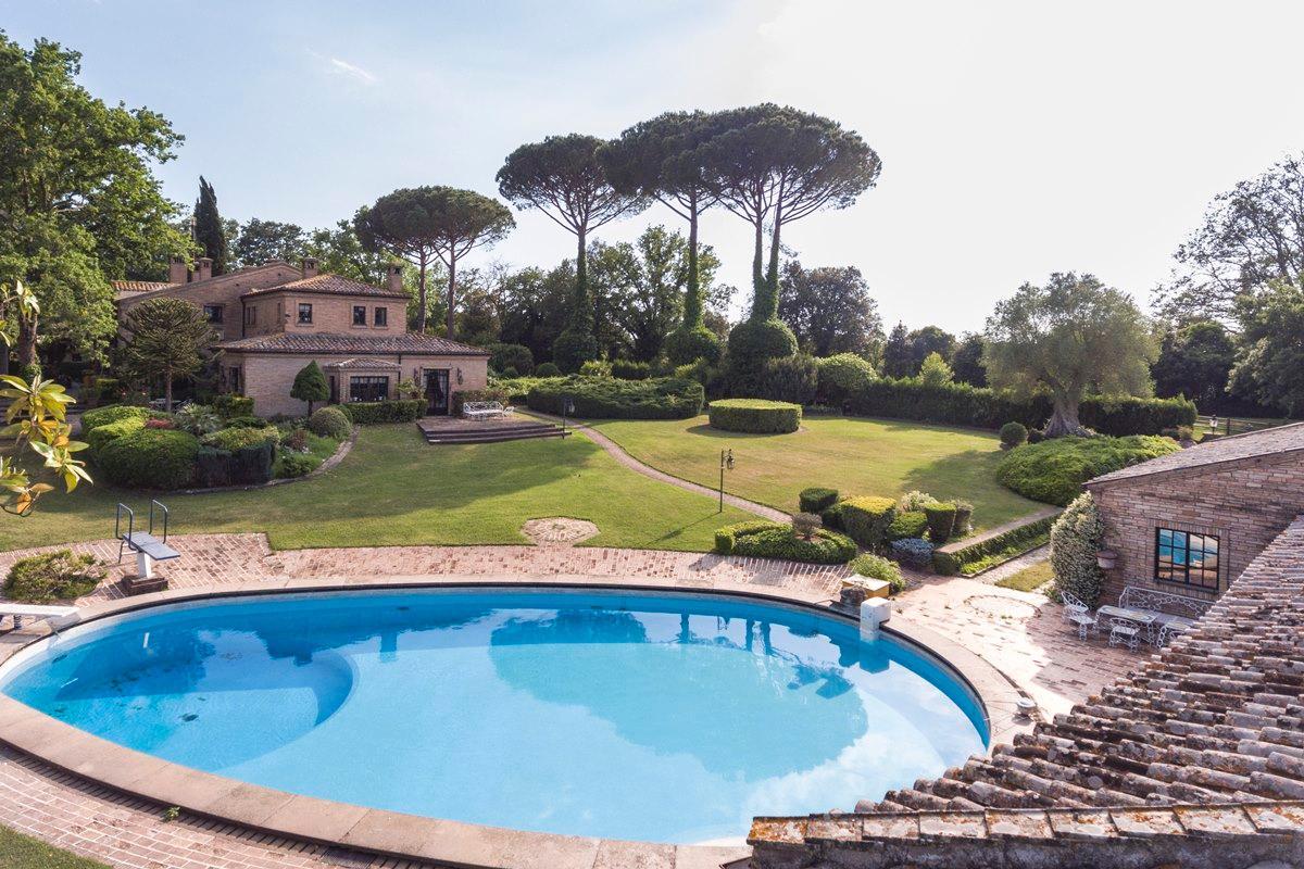 Prestigious villa in Olgiata area in Rome luxury homes