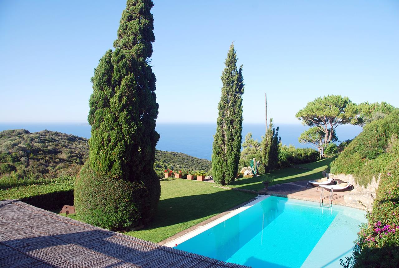 Mansions Villa with broad garden and pool overlooking the sea in Argentario