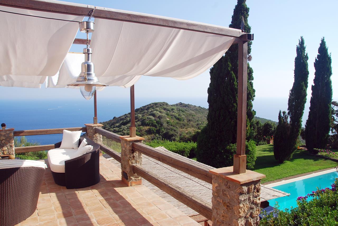 Villa with broad garden and pool overlooking the sea in Argentario luxury homes