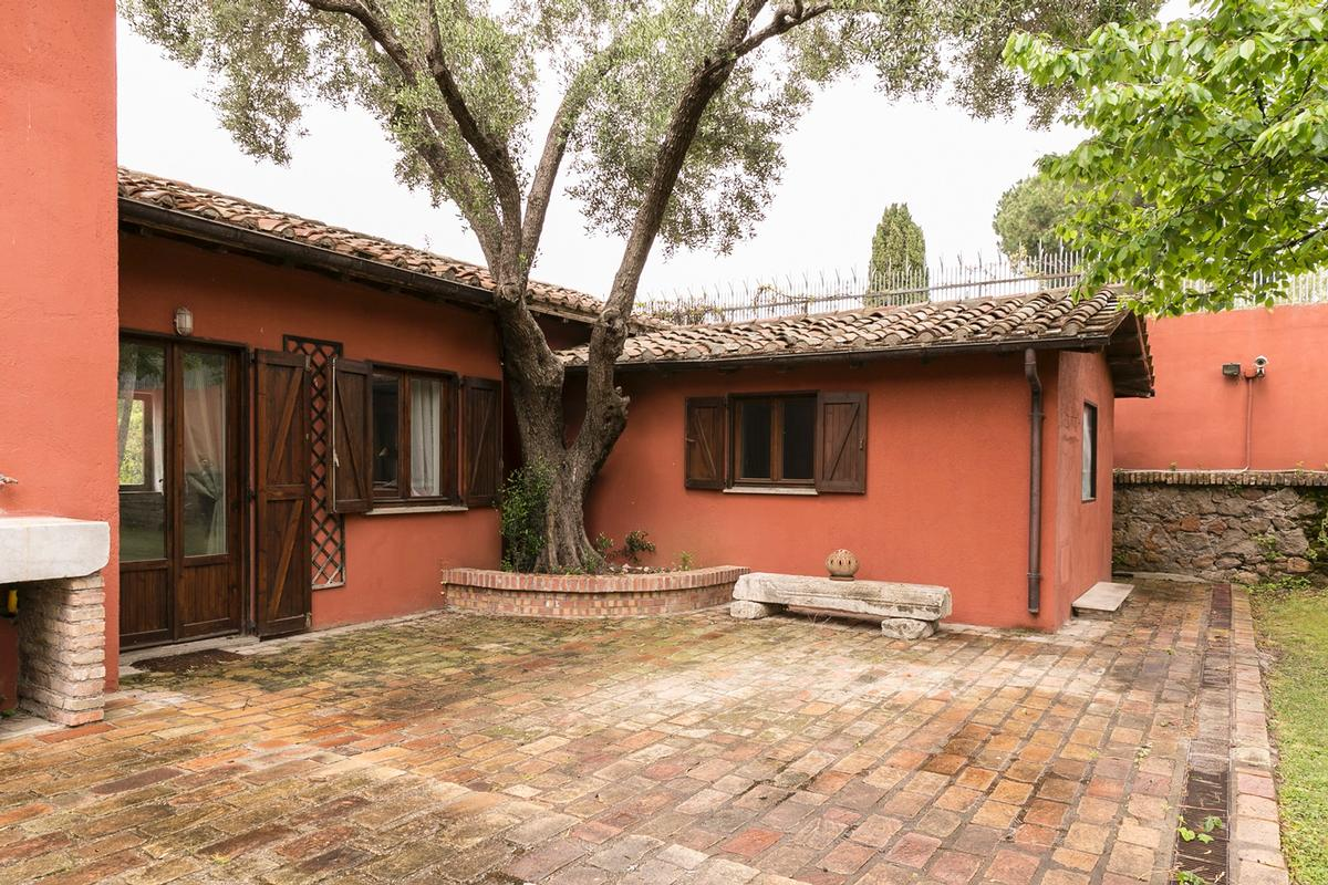 Luxury properties Villa on the Ancient Appian Way in Rome