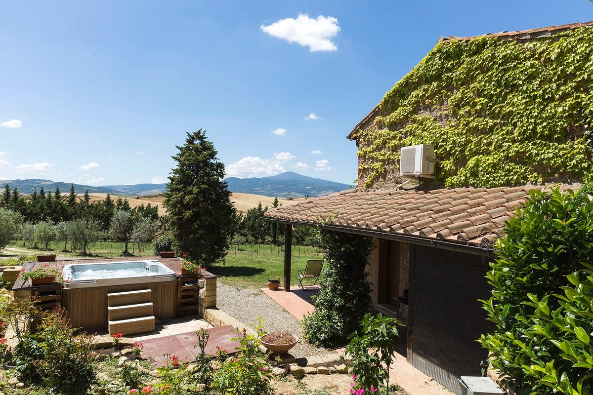 Beautiful farmhouse in Val dOrcia - Tuscany mansions