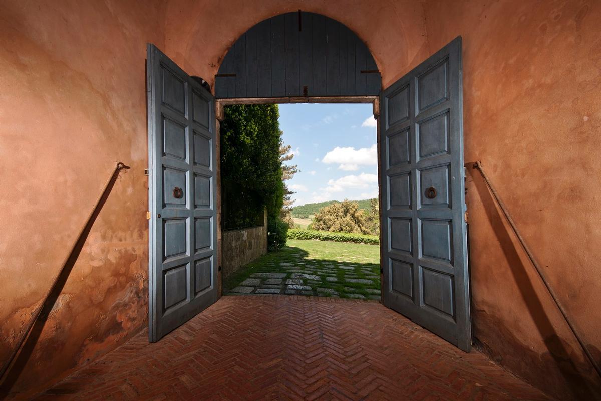 PRESTIGIOUS ESTATE WITH ABBEY AND FARMHOUSES luxury properties
