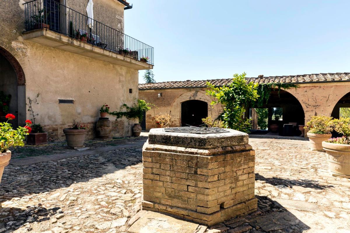 PRESTIGIOUS tuscany MANOR  luxury real estate