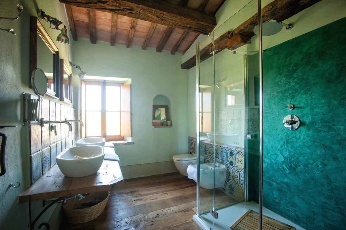 PRESTIGIOUS RENOVATED FARMHOUSE IN PIENZA luxury homes