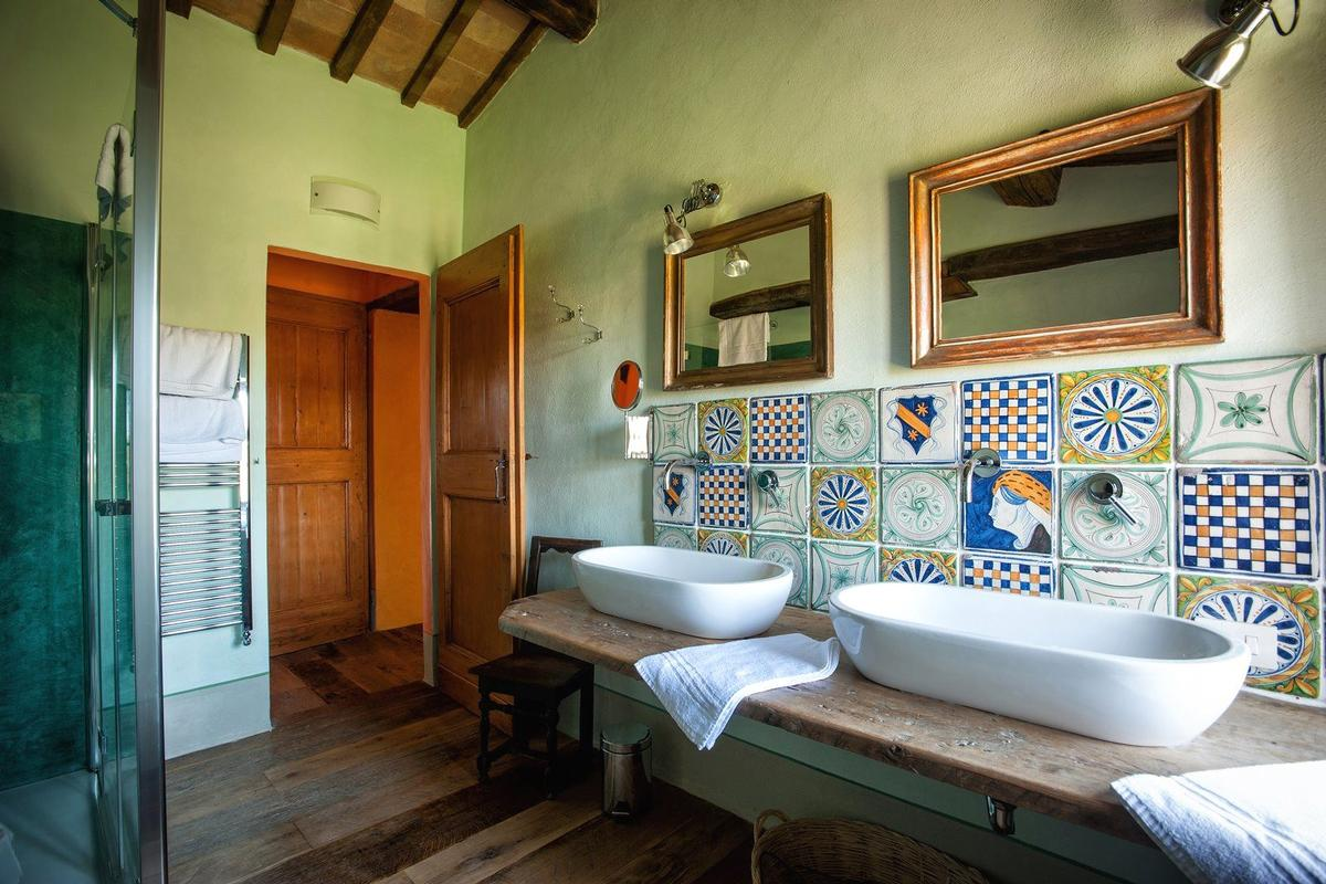 Luxury real estate PRESTIGIOUS RENOVATED FARMHOUSE IN PIENZA