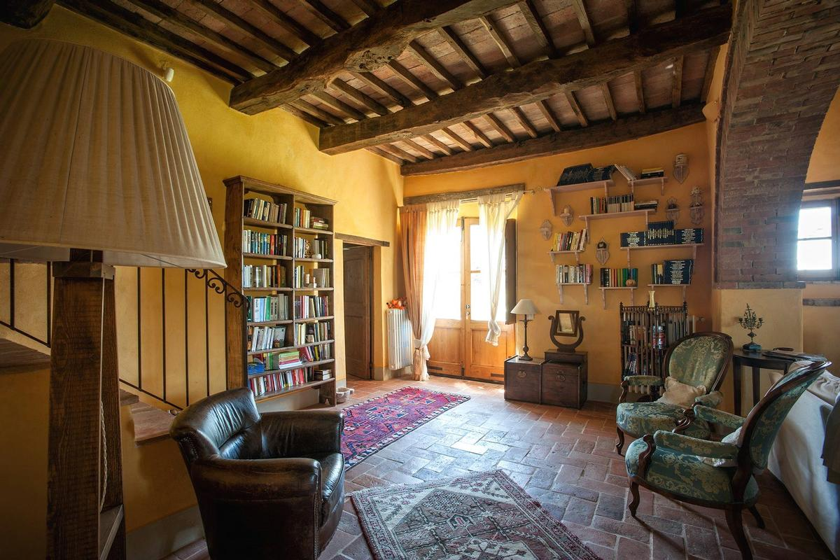 PRESTIGIOUS RENOVATED FARMHOUSE IN PIENZA luxury properties