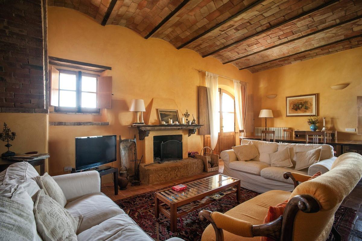 Mansions PRESTIGIOUS RENOVATED FARMHOUSE IN PIENZA