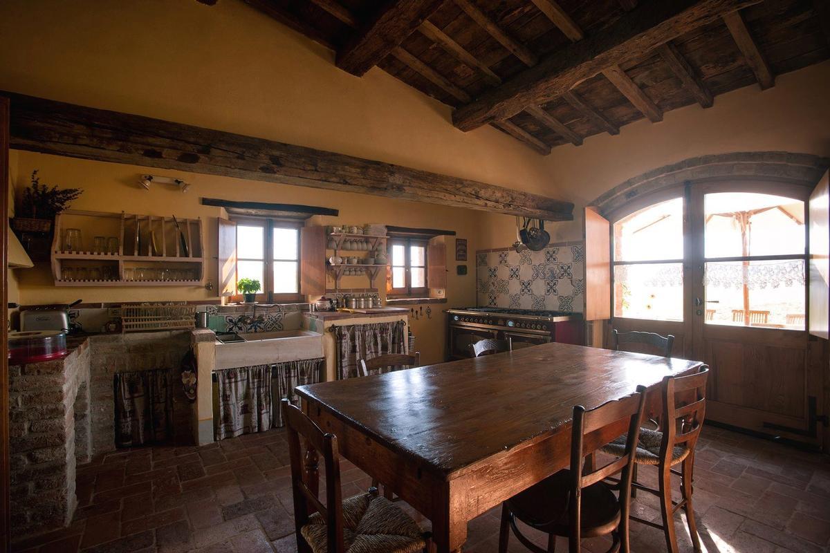 PRESTIGIOUS RENOVATED FARMHOUSE IN PIENZA mansions