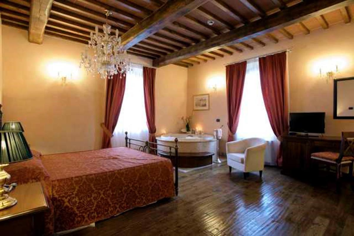 4-STAR RESORT IN VAL DI CHIANA - TUSCANY luxury properties
