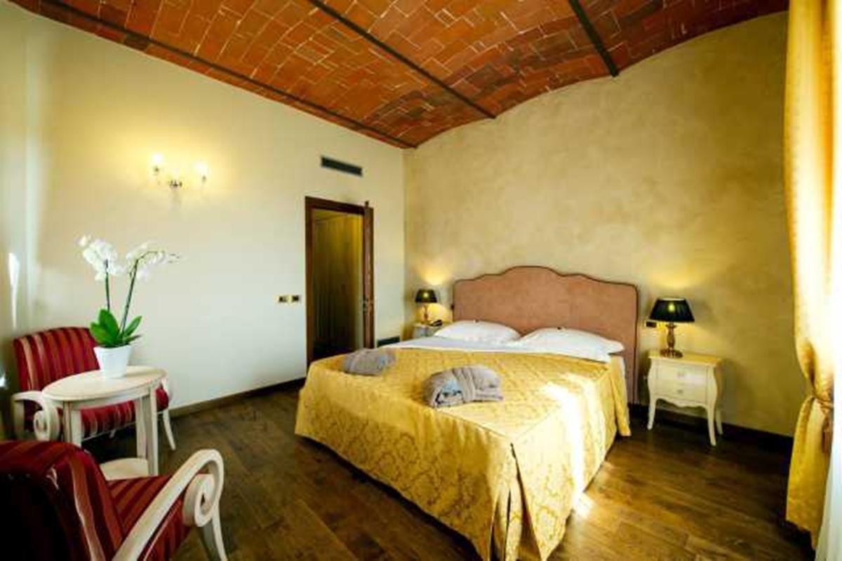 Mansions in 4-STAR RESORT IN VAL DI CHIANA - TUSCANY