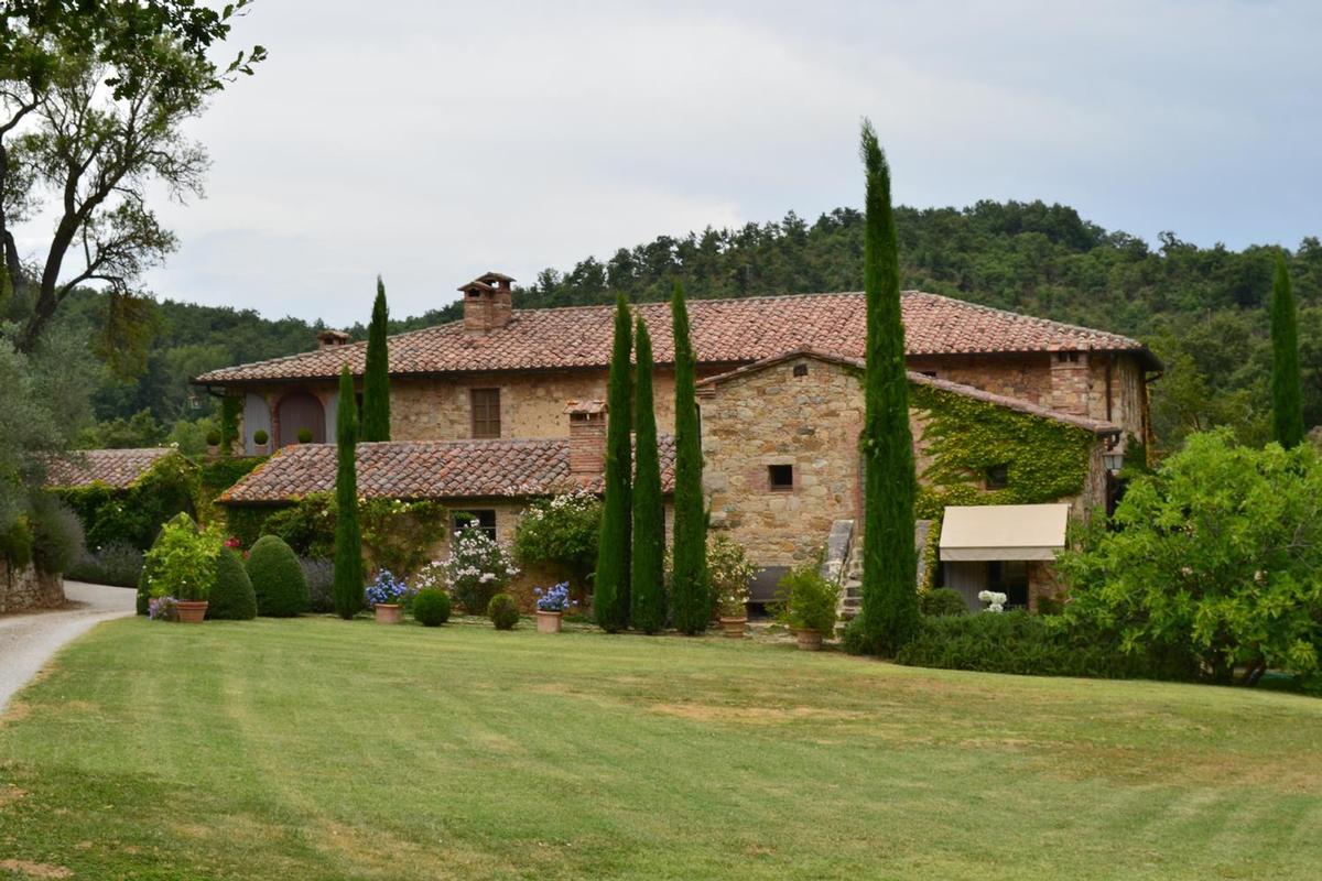 PRESTIGIOUS FARMHOUSE WITH FARM luxury homes