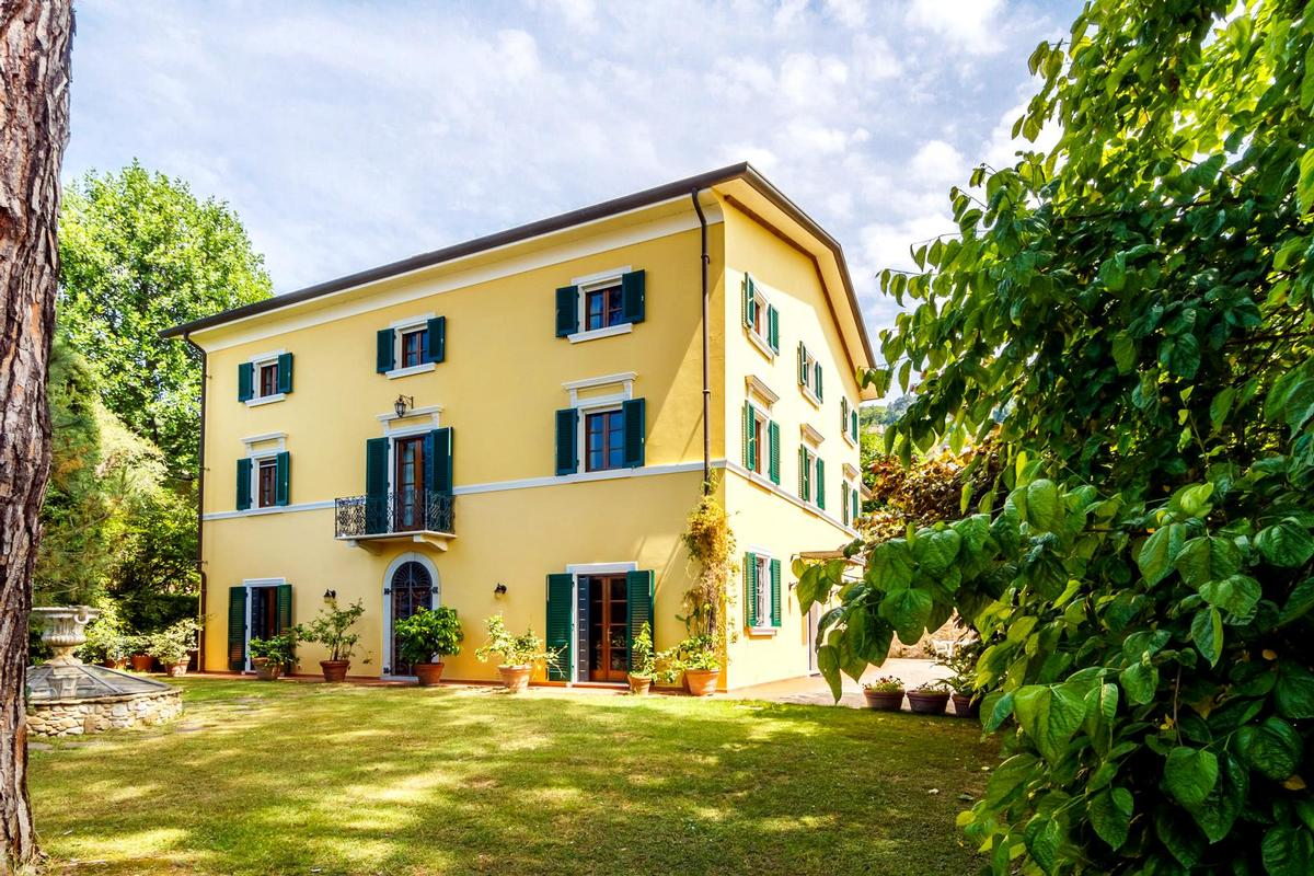 Mansions in AMAZING HISTORIC VILLA IN VERSILIA - TUSCANY