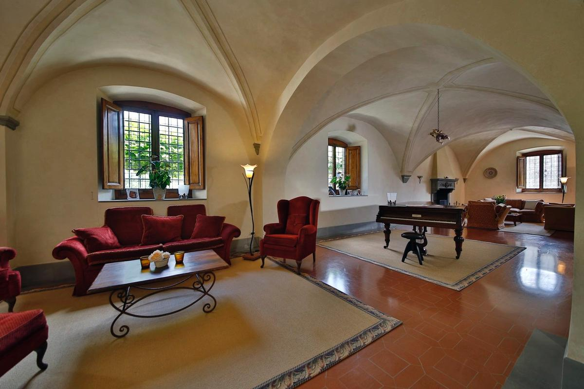 Luxury properties CHARMING ESTATE WITH HISTORIC VILLA - TUSCANY