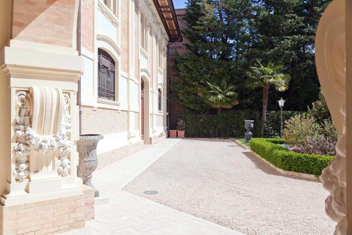 Mansions in MAGNIFICENT LIBERTY VILLA IN TREIA - MARCHE