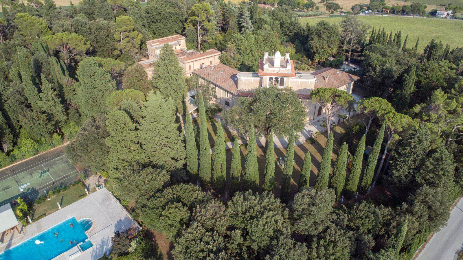 Luxury real estate MAGNIFICENT LIBERTY VILLA IN TREIA - MARCHE