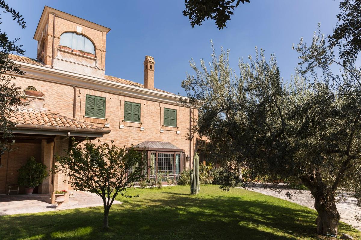 Luxury villa close to Rome luxury real estate