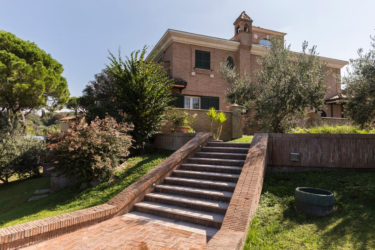 Luxury villa close to Rome mansions