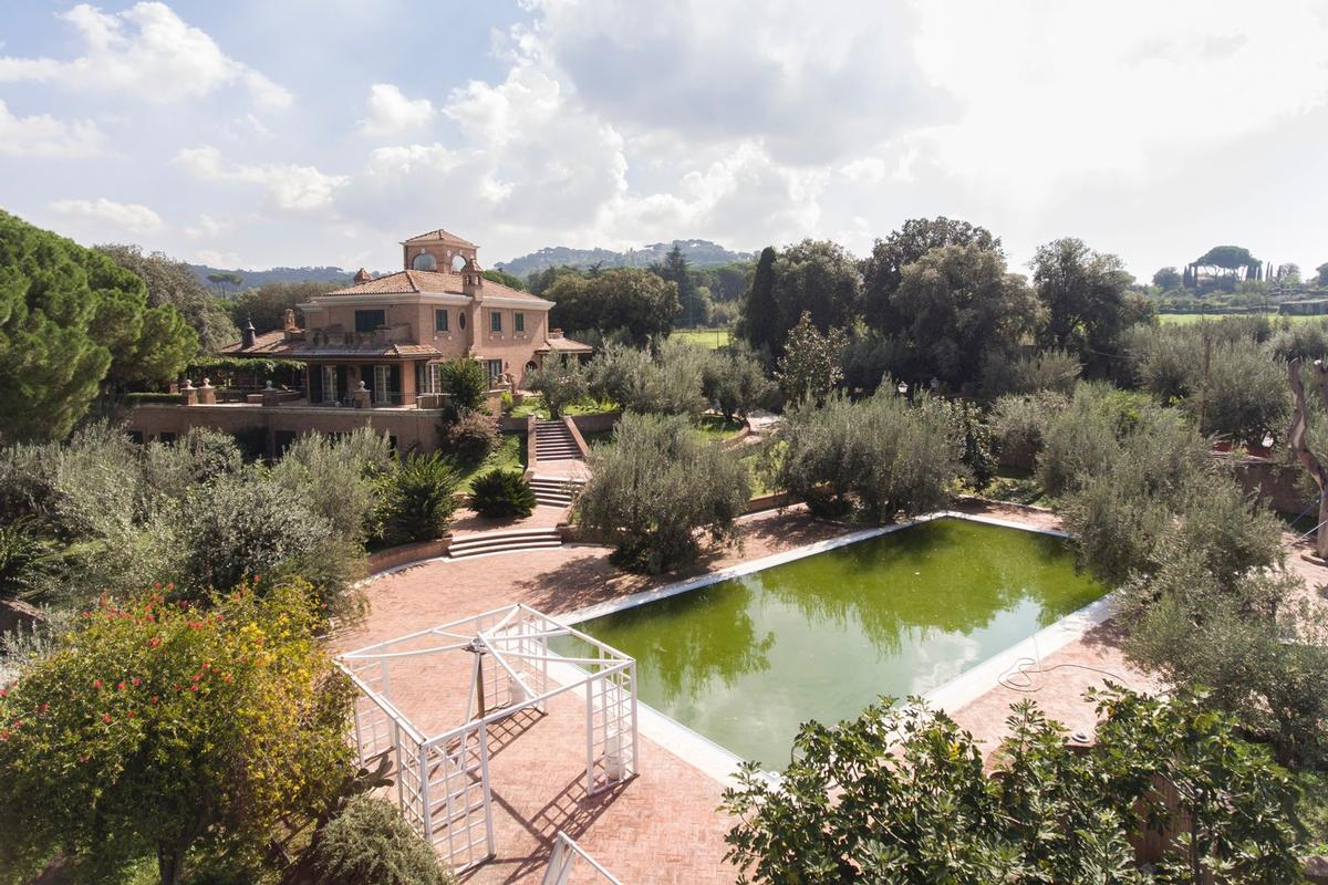 Luxury real estate Luxury villa close to Rome