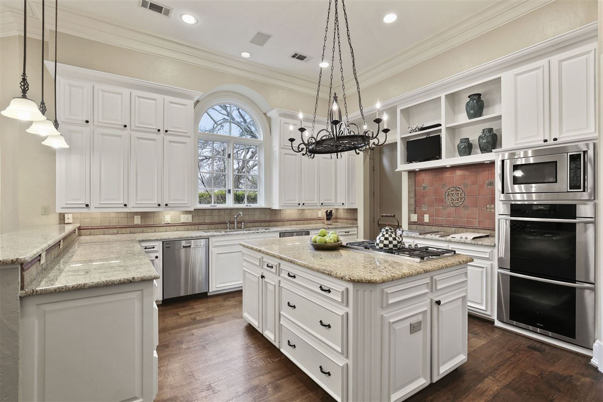 Luxury homes in stately dallas residence