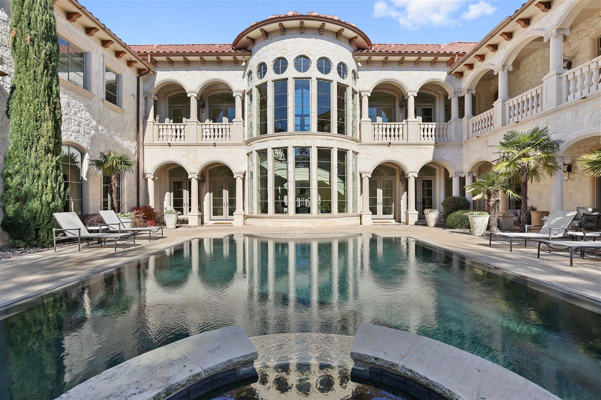 exquisite estate in coveted Lake Forest luxury real estate