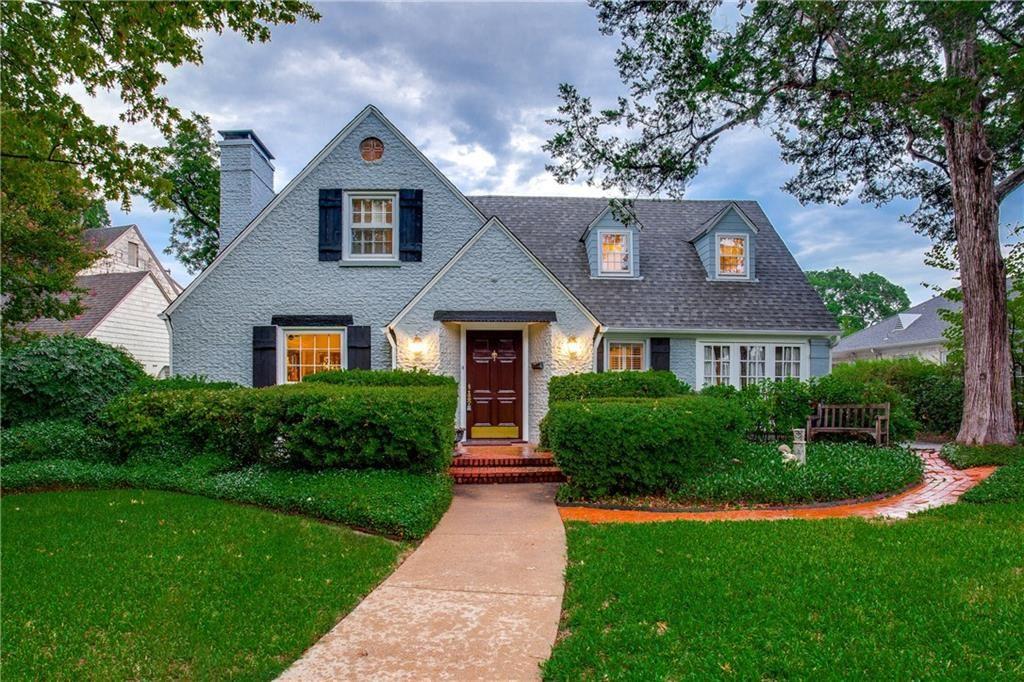 Attractive Picturesque Kessler Park Home In Dallas