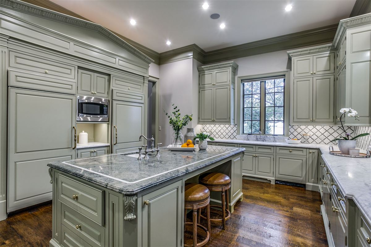 Luxury homes in everyday luxury and refinement in highland park