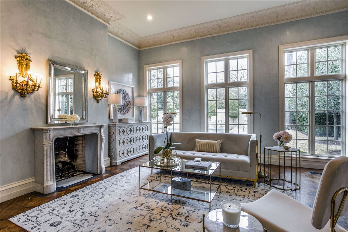 Mansions everyday luxury and refinement in highland park