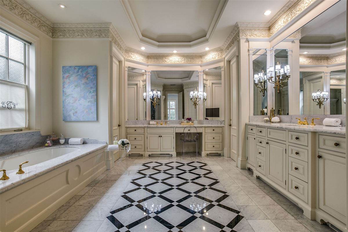 everyday luxury and refinement in highland park mansions