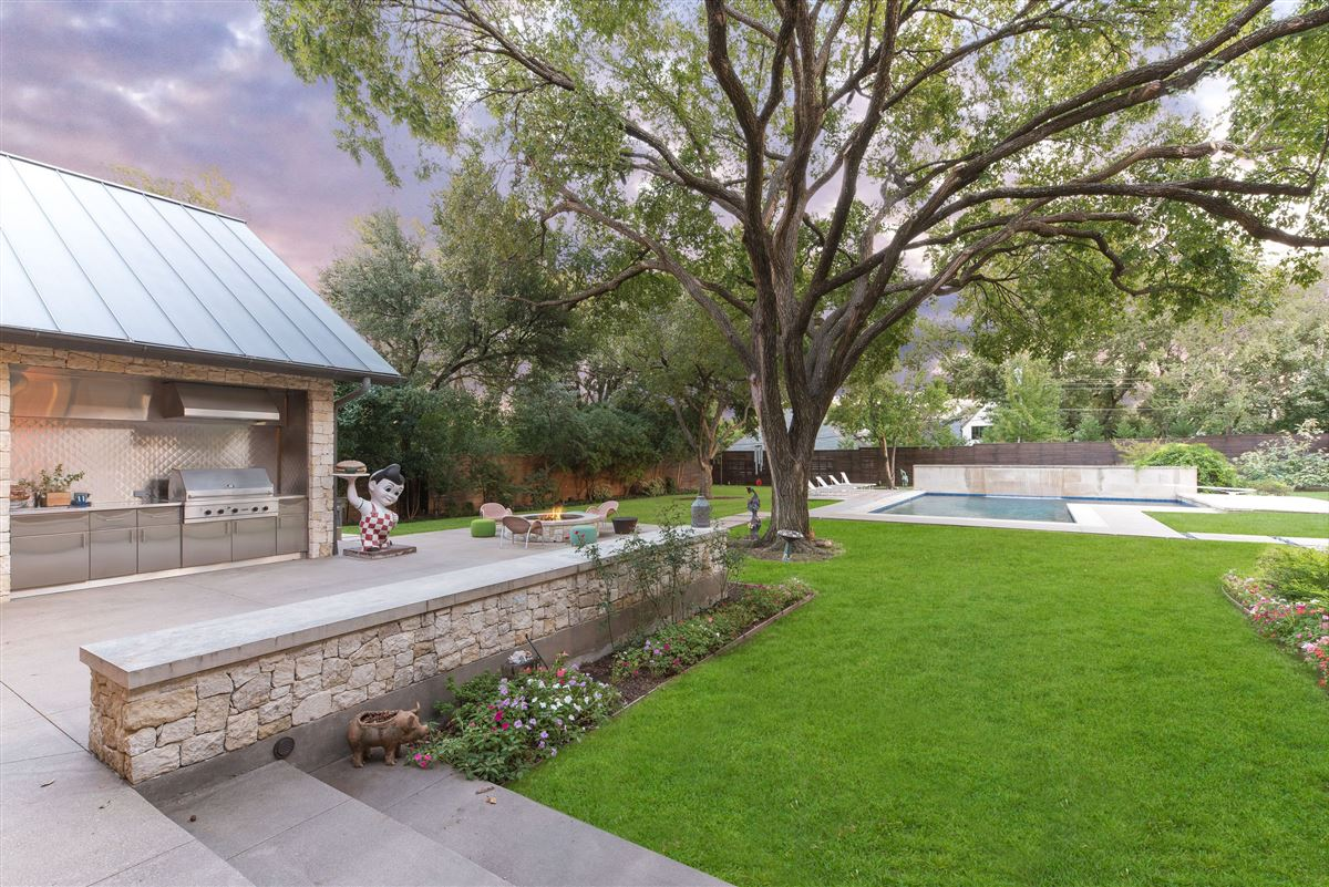 Luxury homes Modern Hill Country home in exclusive Hillcrest Estates