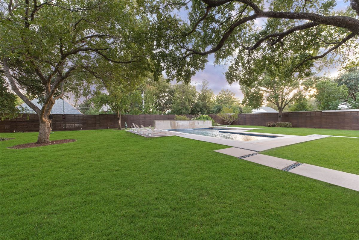 Luxury real estate Modern Hill Country home in exclusive Hillcrest Estates