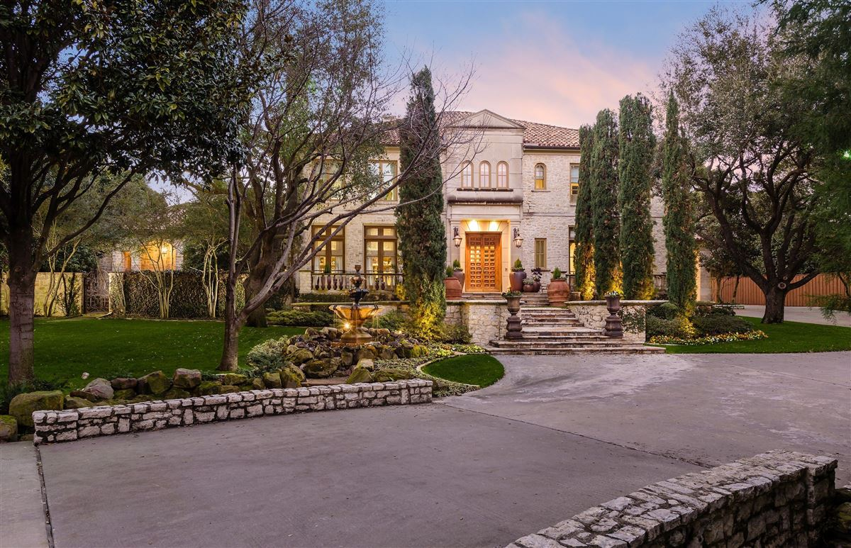Luxury homes Authentic and exceptional Italian villa