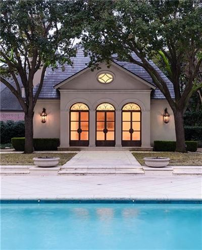 Mansions gorgeous gated traditional home