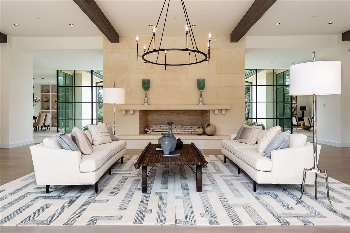 Luxury homes in premier luxury living in Old Preston Hollow