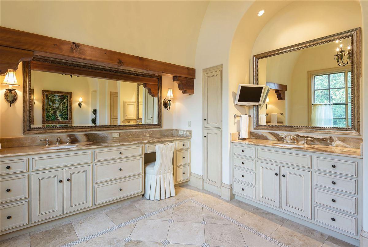 Mansions in Exceptional value in Lobello Estates