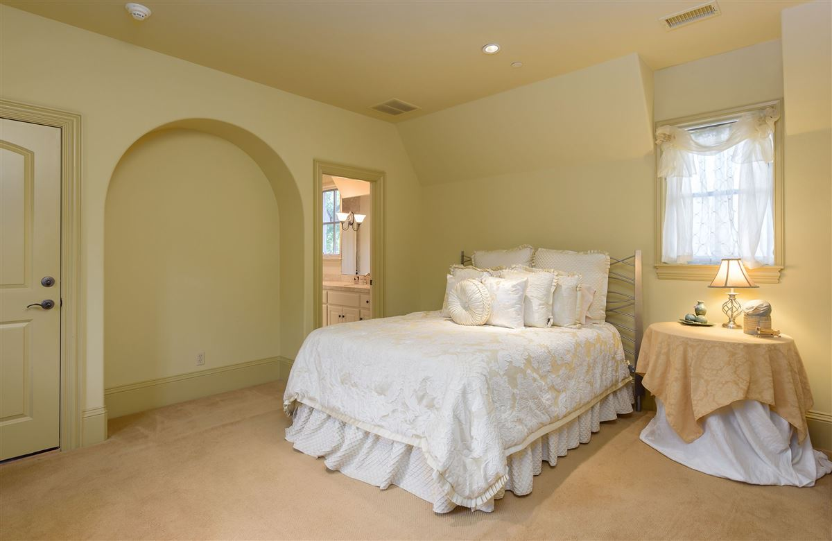 Luxury real estate Exceptional value in Lobello Estates