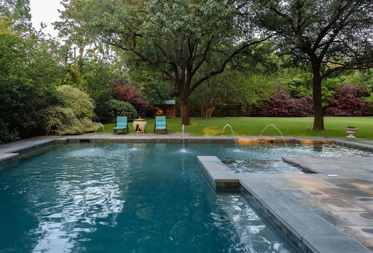 Mansions Exceptional value in Lobello Estates