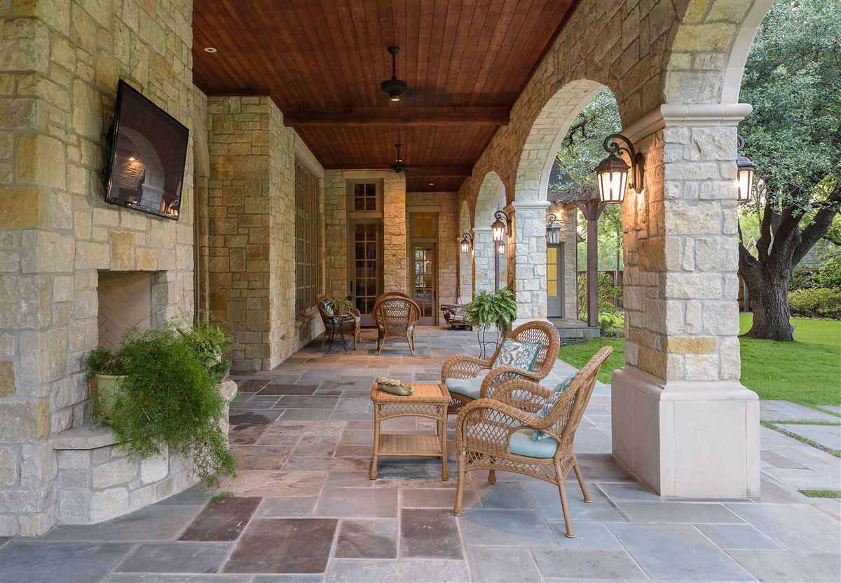 Luxury homes in Exceptional value in Lobello Estates