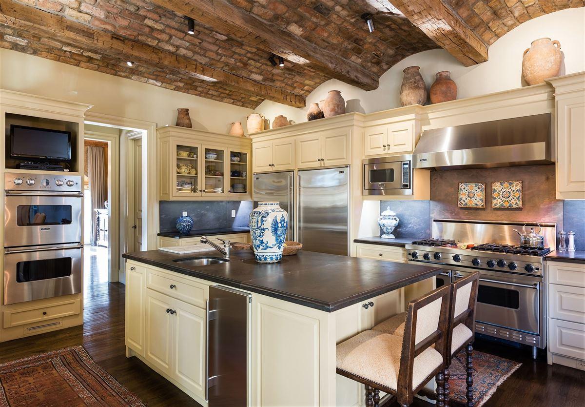 Authentic Italian villa luxury properties