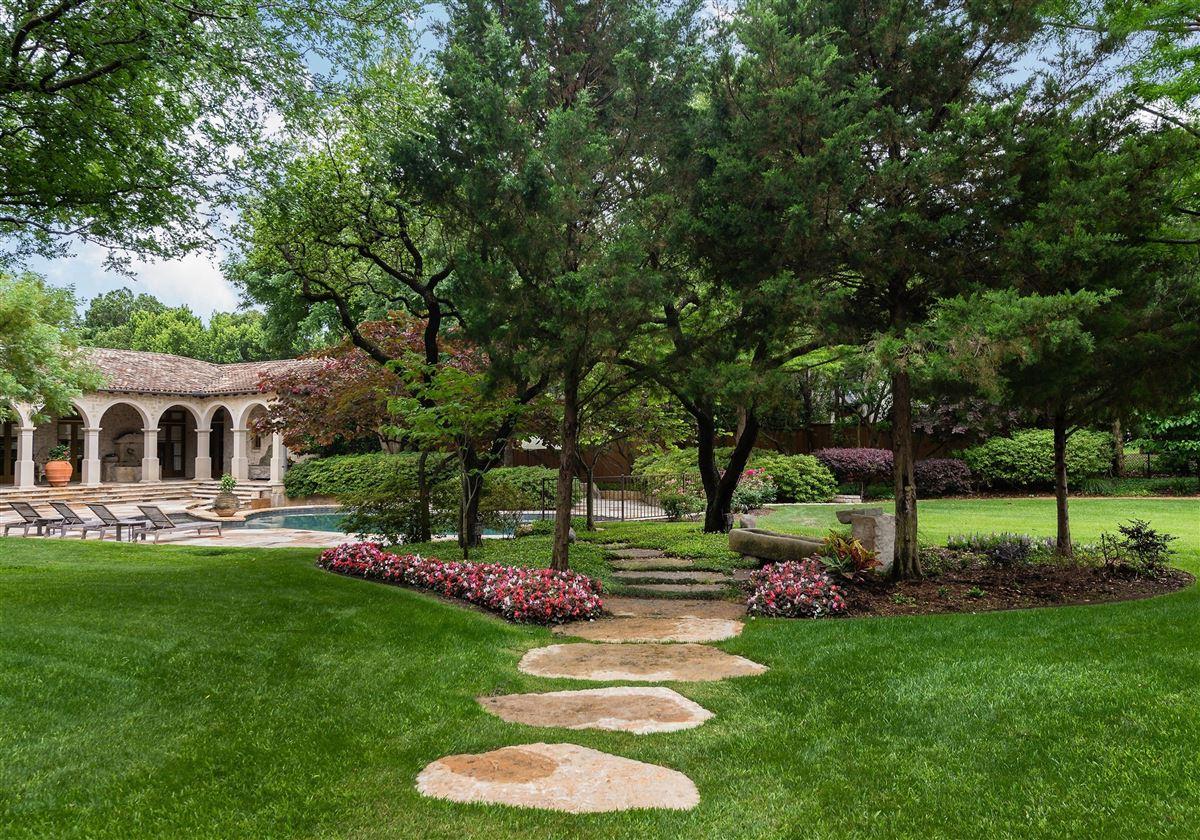 Luxury properties Authentic Italian villa