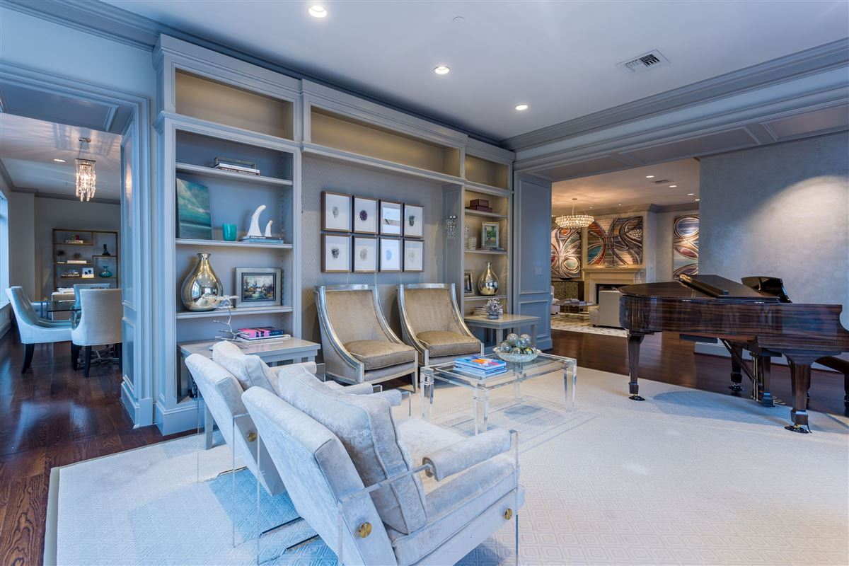 Mansions in beautifully renovated Ritz-Carlton unit