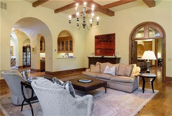 Mansions impressive residence in quiet Lobello Estates