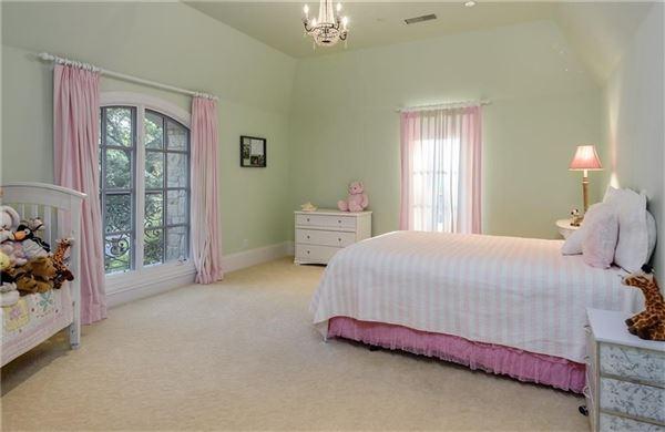 impressive residence in quiet Lobello Estates luxury properties