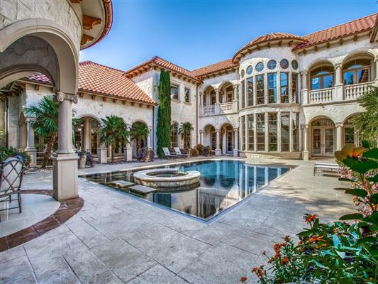 Luxury homes private resort in coveted Lake Forest